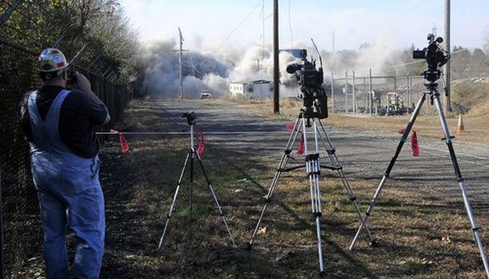 Smokestack Demolition Goes Wrong (13 pics + video)