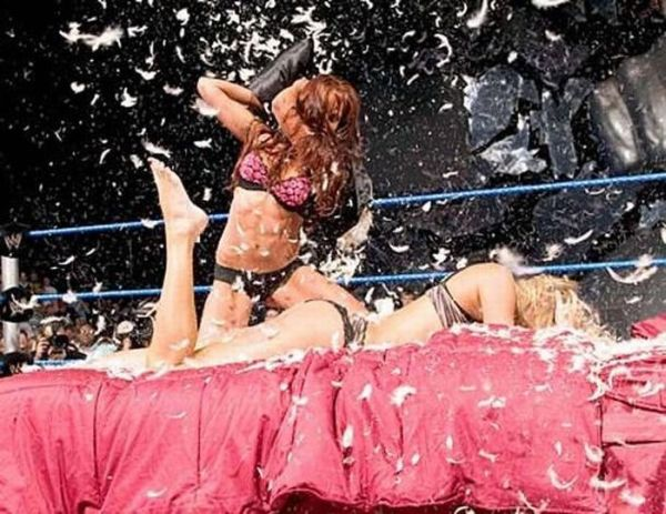 Pillow Fights (23 pics)