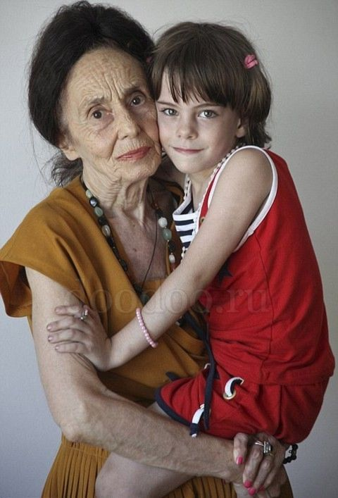 The World's  Oldest Mom (5 pics)