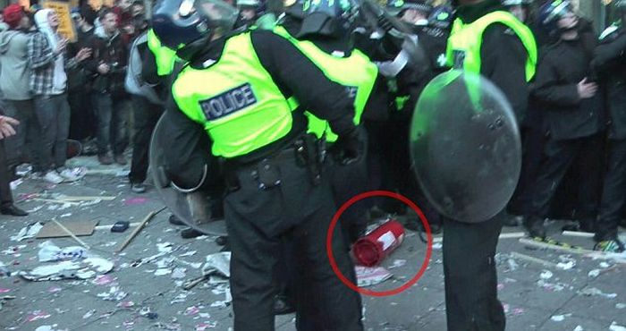 18-Year-Old Protester Threw Fire Extinguisher at Police (6 pics + video)