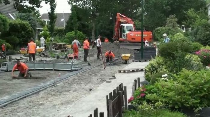 Brick Road Making (24 pics + 1 video)