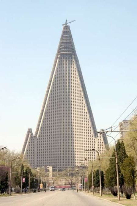 Unusual Skyscrapers Around the World (23 pics)
