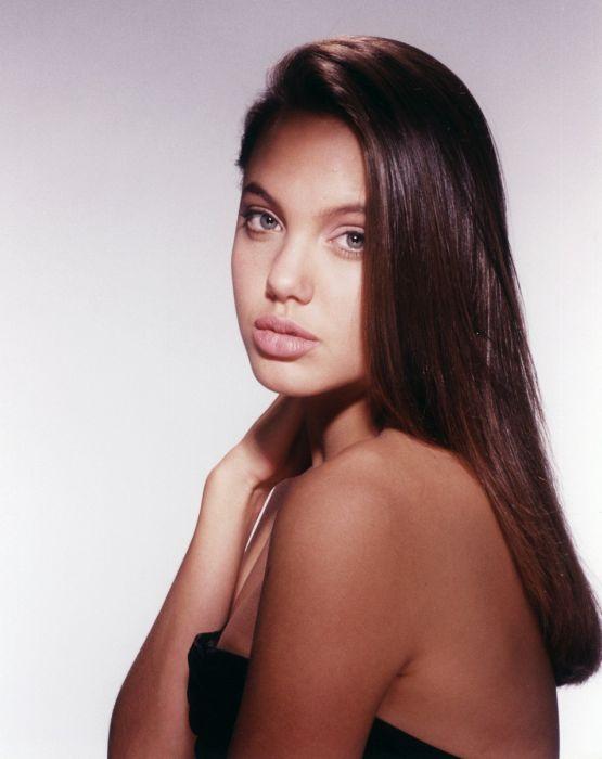 Young Angelina Jolie (36 pics)