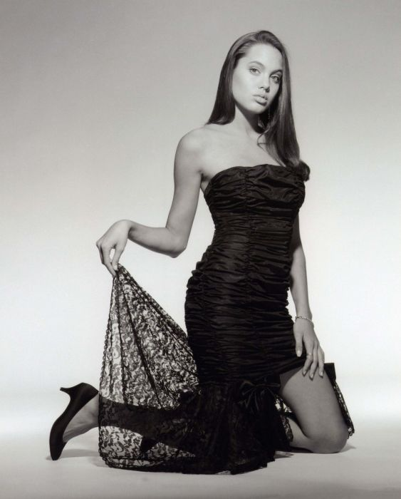 Young Angelina Jolie (36 pics)