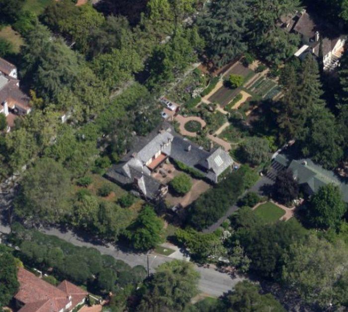 Steve Jobs' Households (90 pics)