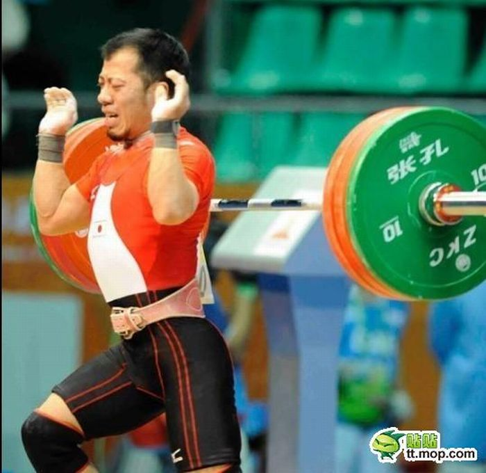 Painful Moments of Powerlifting (12 pics)