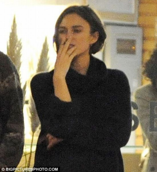 Smoking Celebrities (28 pics)