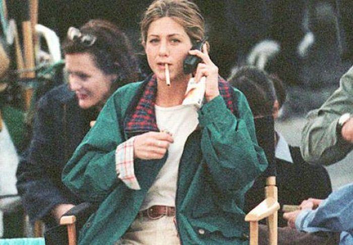 Smoking Celebrities (28 pics)