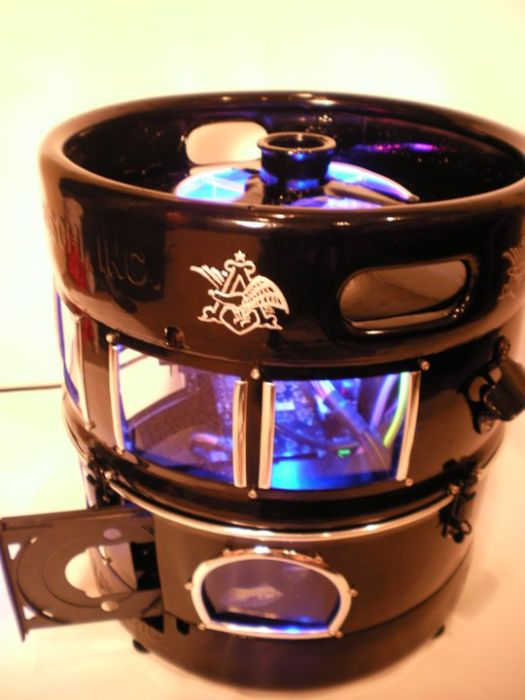 Beer Keg PC Mod (43 pics)