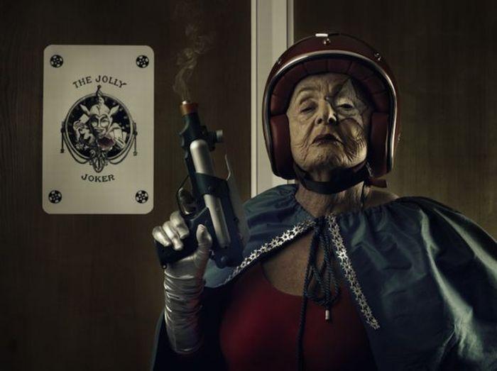 Super Grandma Mamika (18 pics)