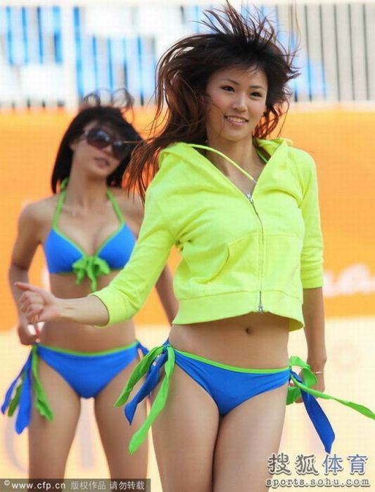 Asian Cheerleaders (18 pics)
