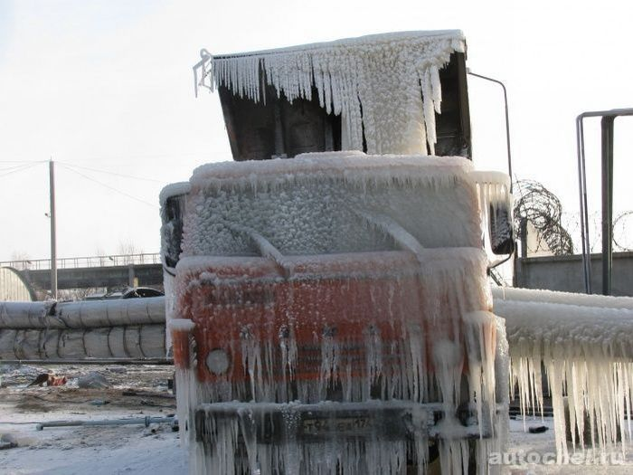 Truck vs a Pipeline in Hard Frost (2 pics)