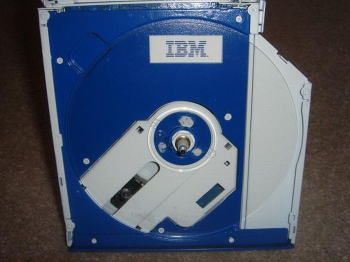 The New Life of Old CD-ROM (9 pics)