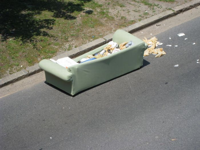 Whose Couch Is This? (10 pics)