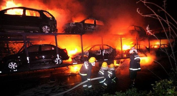 Car Transport on Fire (6 pics)