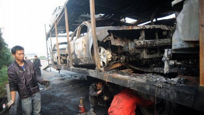Car Transport on Fire (6 pics)