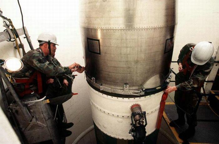 Inside A Nuclear Missile Silo (45 pics)