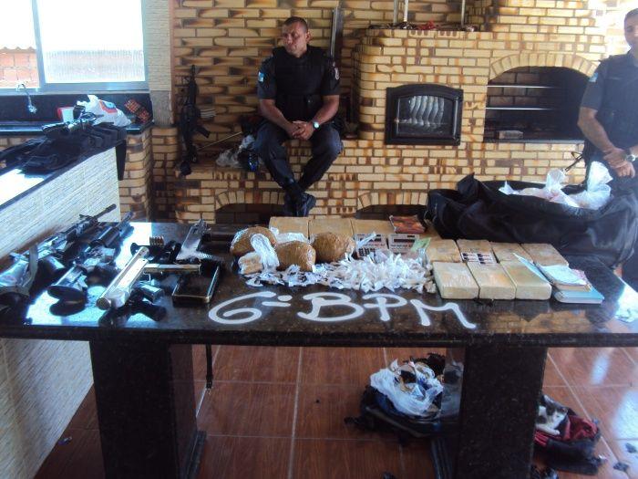 Drug King's Triplex Inside a Slum with Justin Bieber Inside (10 pics)