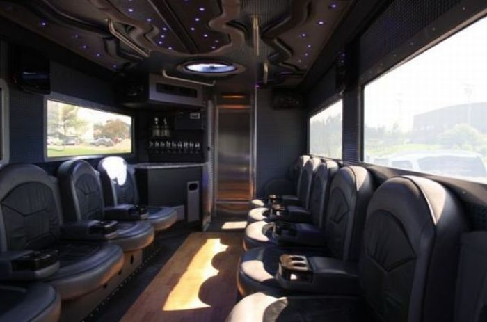 Armored Truck Limo Nightclub (12 pics)