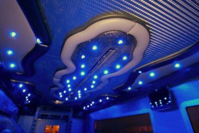 Armored Truck Limo Nightclub (12 pics)