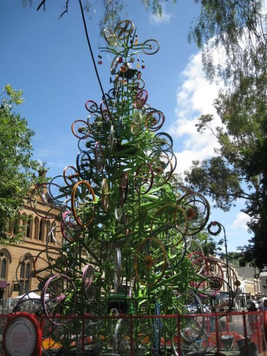 Christmas Tree Made From Bicycles (30 pics)
