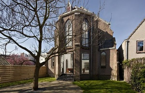Church Converted into a House (15 pics)