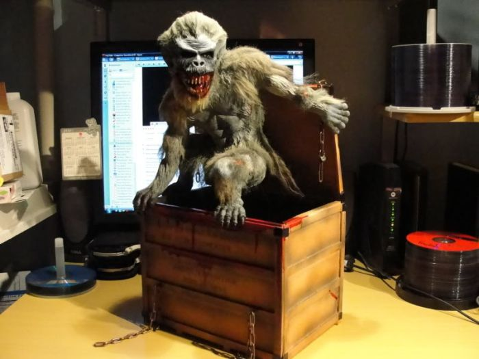 Crate Beast from the Creepshow (14 pics)