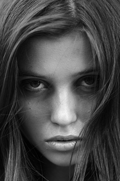 Black And White Photography Woman As Temptress : Beautiful black and white female portraits pics