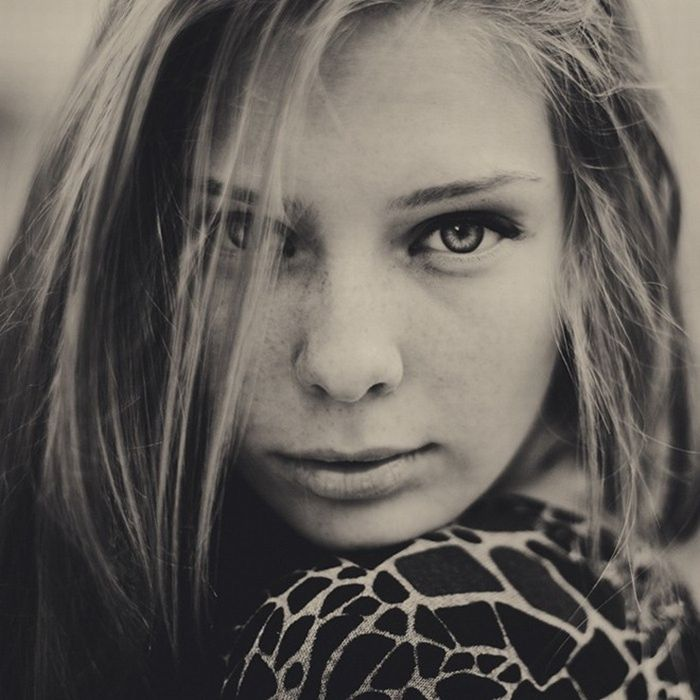 Beautiful Black and White Female Portraits (40 pics)