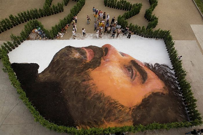 Giant Portrait (9 pics)