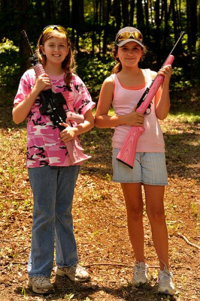 Little Girls with Guns (18 pics)