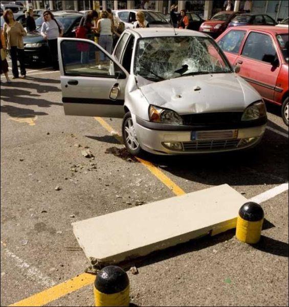 Concrete Slab Destroys Car (5 pics)