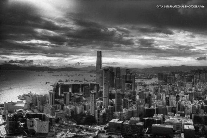 International Commerce Centre in Hong Kong (33 pics)