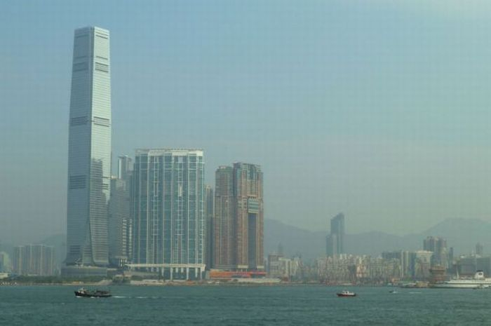 International Commerce Centre in Hong Kong (33 pics)