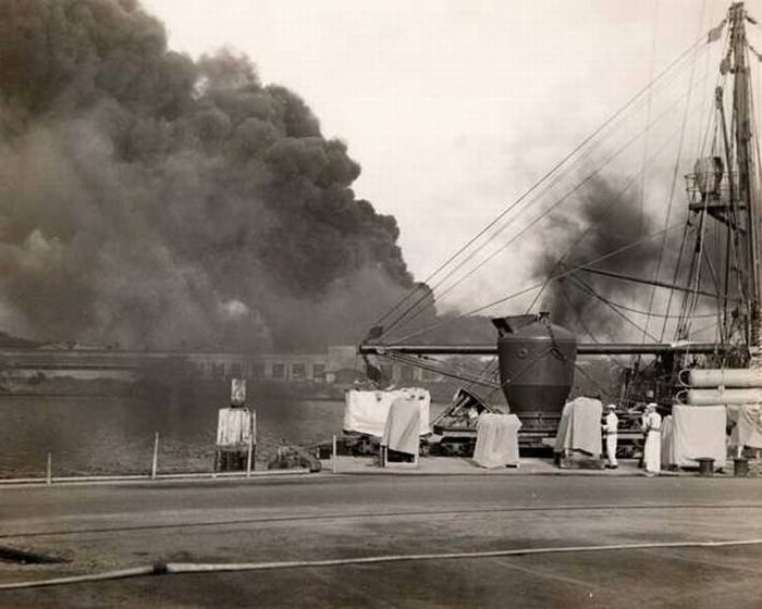 Unknown Photos of Pearl Harbor Bombing (14 pics)