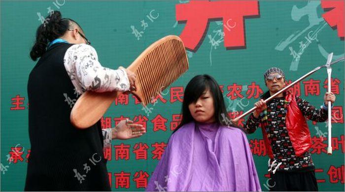 Giant Comb and Scissors (11 pics)