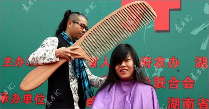 Giant Comb and Scissors (11 pics)