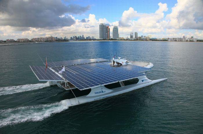 Catamaran with Solar Panels (9 pics)