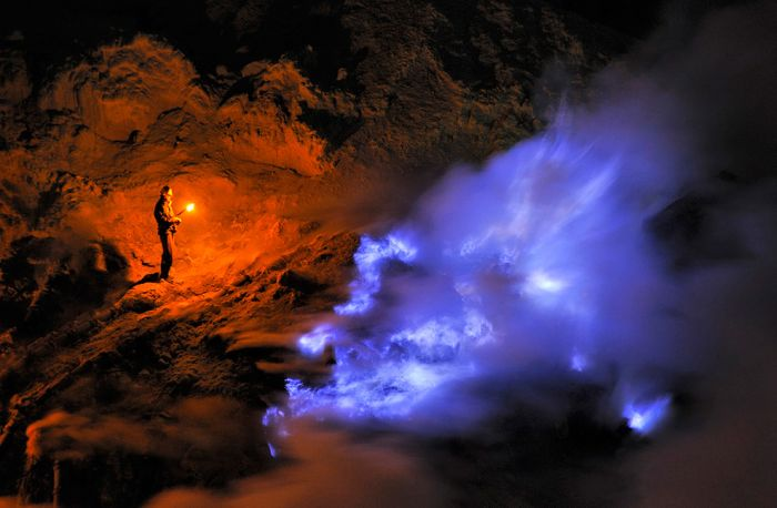 Kawah Ijen at Night (30 pics)