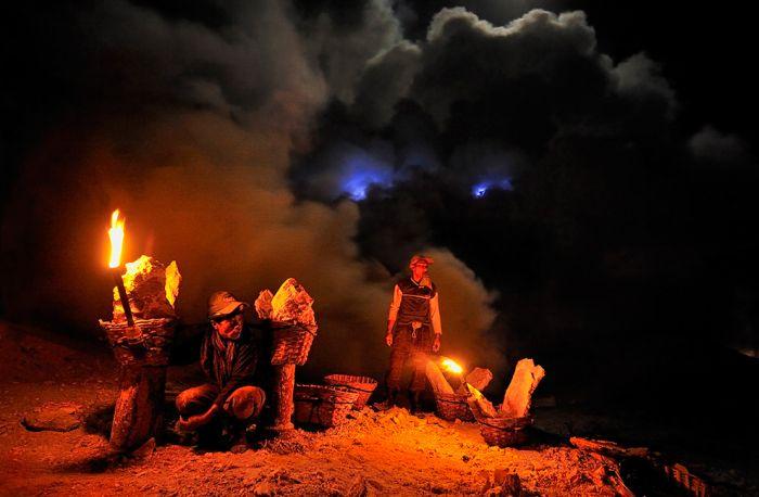 Kawah Ijen at Night (30 pics)
