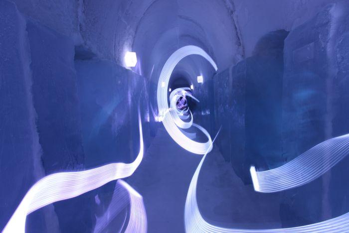 Tron:Legacy Ice Hotel (18 pics)