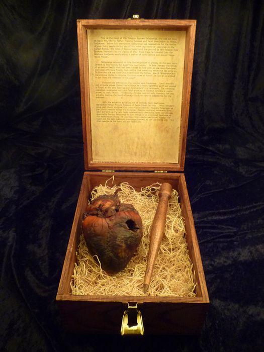 Mummified Vampire Heart is for Sale on Ebay (7 pics)