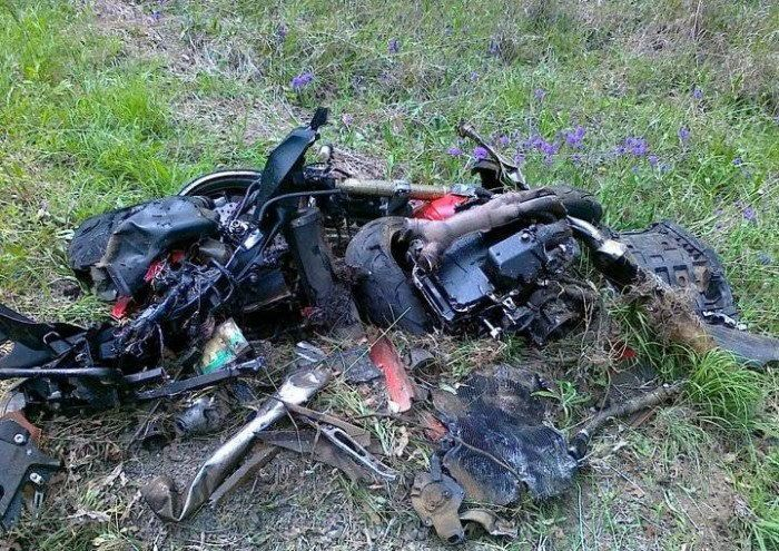 Terrible Crash of Kawasaki ZX-14 (12 pics)