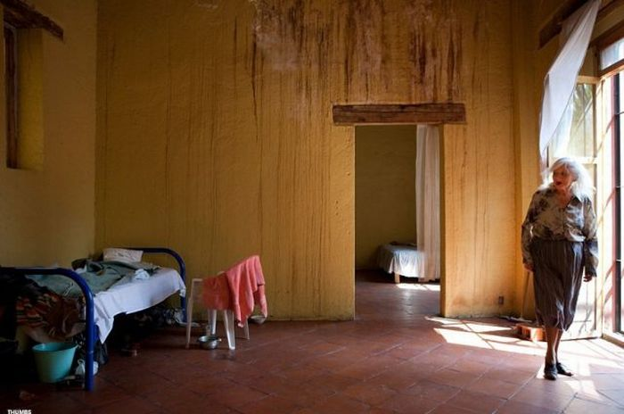 A Shelter for Retired Prostitutes in Mexico (37 pics)