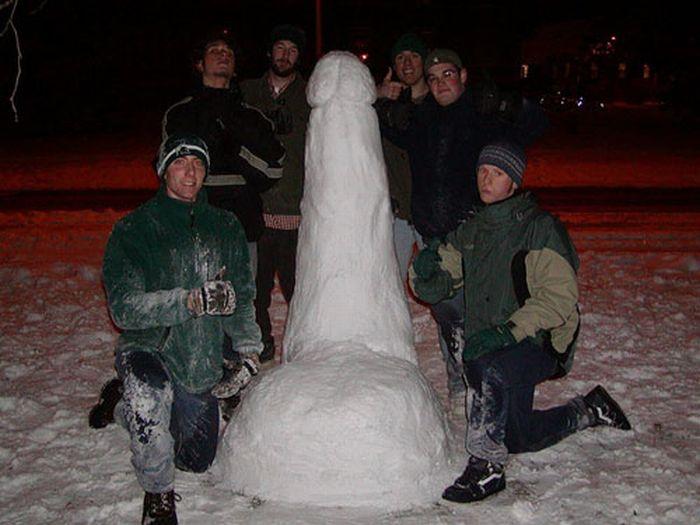 Posing with Snow Dicks (30 pics)