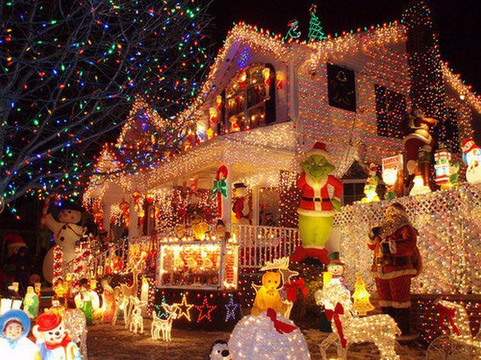 Christmas Decoration Abuse 25 Pics