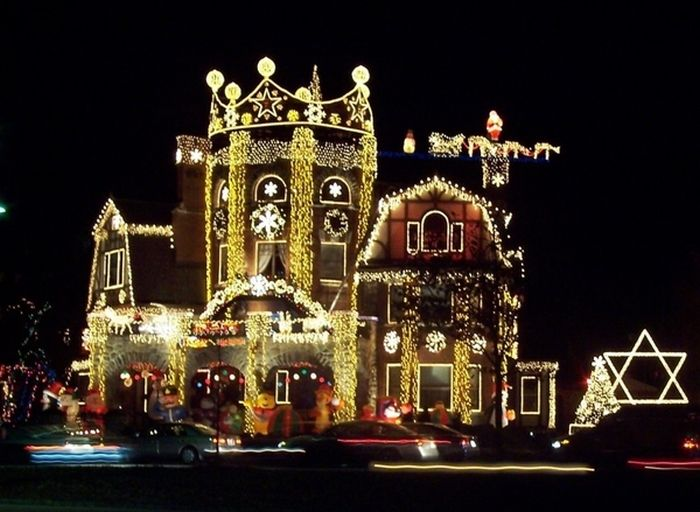 Christmas Decoration Abuse (25 pics)