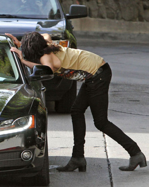 Funny Celebrity Candids of 2010 (40 pics)