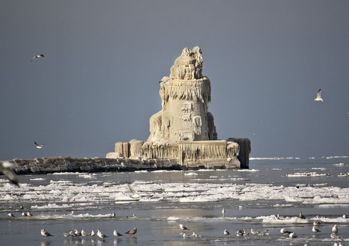 Lighthouse Becomes Icehouse (6 pics + video)