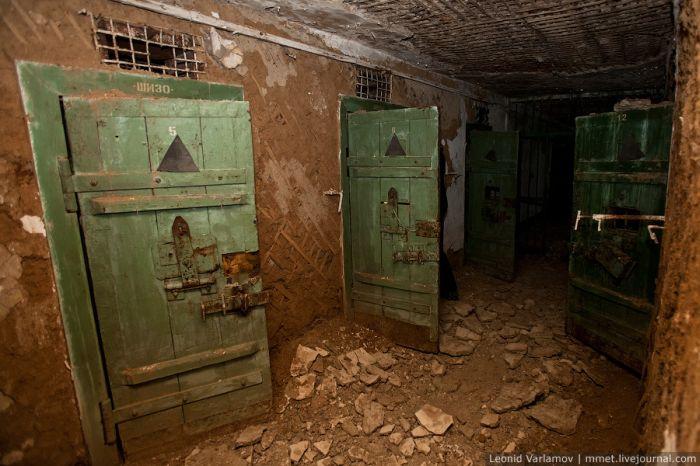 Abandoned Russian Prison (39 pics)